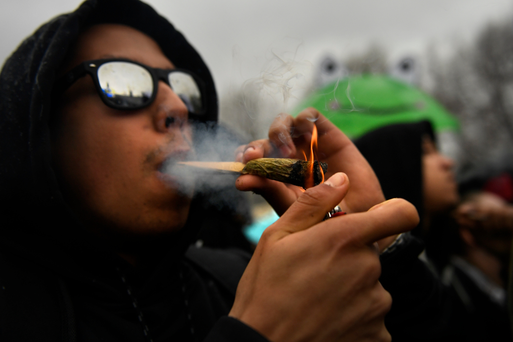 Crowds roll up for annual 4/20 smoke-in at Denver's Civic Center